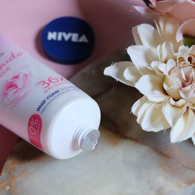 Packaging NIVEA Hokkaido Rose Whip Facial Foam