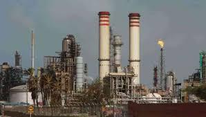 ¿Cuánto de gasolina se produce en las refinerías ?