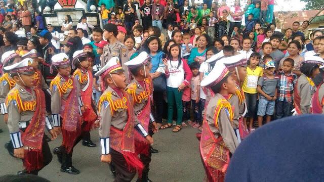 WOW Paten Kali! Ribuan Orang Menyemut Hebohkan Karnaval Pesona Danau Toba 2017