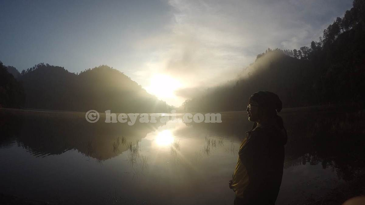 matahari terbit di Ranu Kumbolo - Semeru