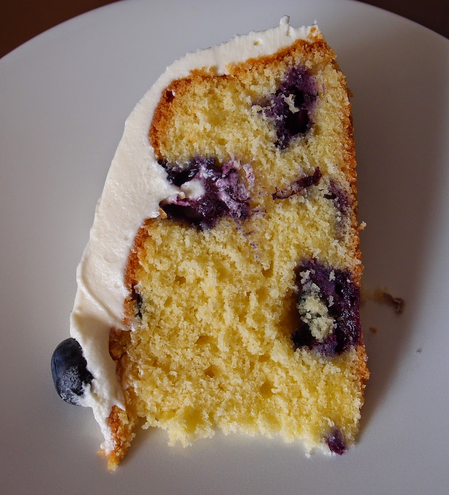 The Caked Crusader: Blueberry Sponge Cake With Cream