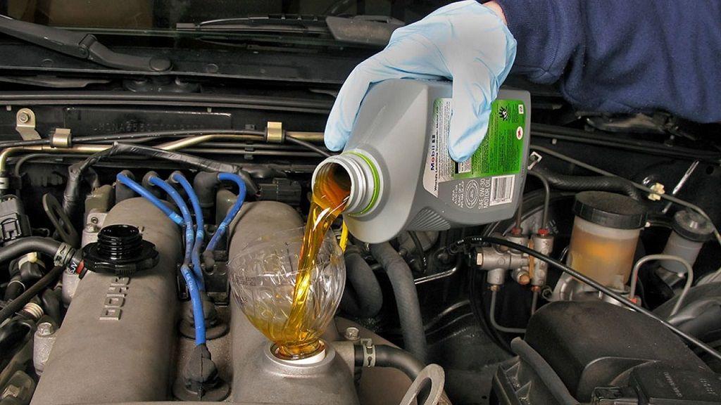 Vào mùa hè có nhất thiết phải thay dầu nhớt cho xe ô tô?
