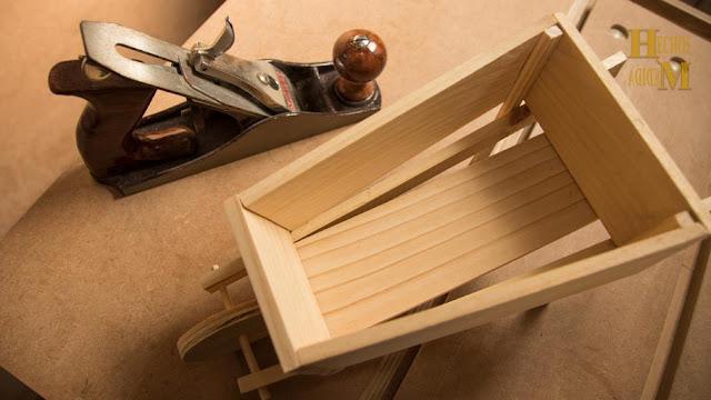 caja-fabricada-a-medida-estilo-carretillo-adornos