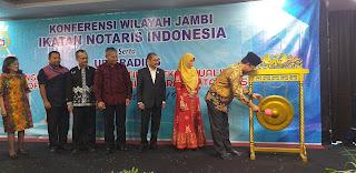Staf Ahli Gubernur Bidang Politik Secara Resmi Membuka Konferwil INI Serta Upgrading.