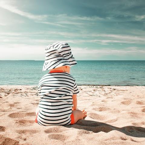 Comment passer un bon moment avec son bébé sur la plage ?