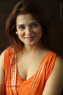 Actress Saloni Aswani Pos in Short Dress at Meelo Evaru Koteeswarudu Movie Interview  0079.JPG
