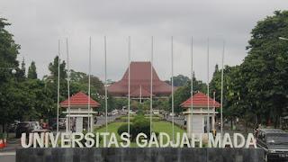 gambar universitas gajah mada(UGM)