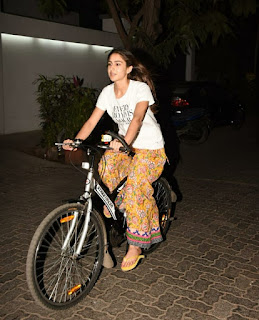 Sara Ali Khan Entertainment Buddy - Fashion