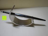 Erfahrungsbericht: Kugelschreiber Bow Aluminium silber Ständer