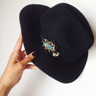 10 New And Stylish Ways To Wear Your Brooch