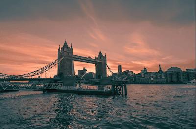 Puente de la Torre bajo el atardecer en Londres