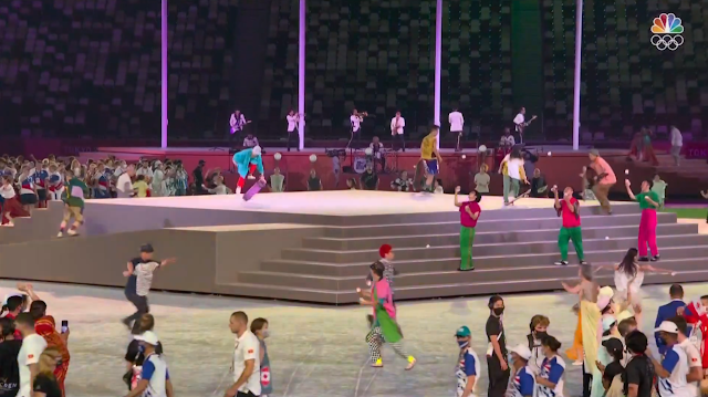 Tokyo 2021 Olympic Games Closing Ceremony jugglers performance skateboards