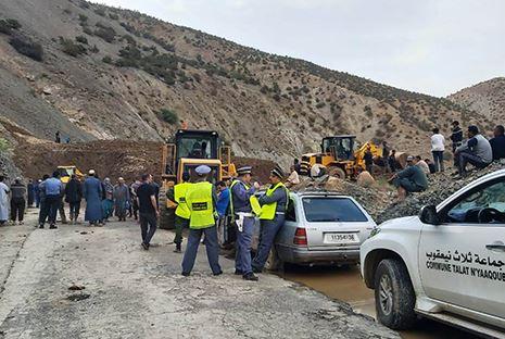 انهيار جبلي بالحوز يودي بحياة عشرات القتلى اثر طمر سيارة مسافرين