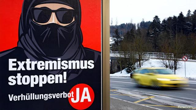 שווייץ פארבאט פנים-צודעק אין פאבליק ערטער