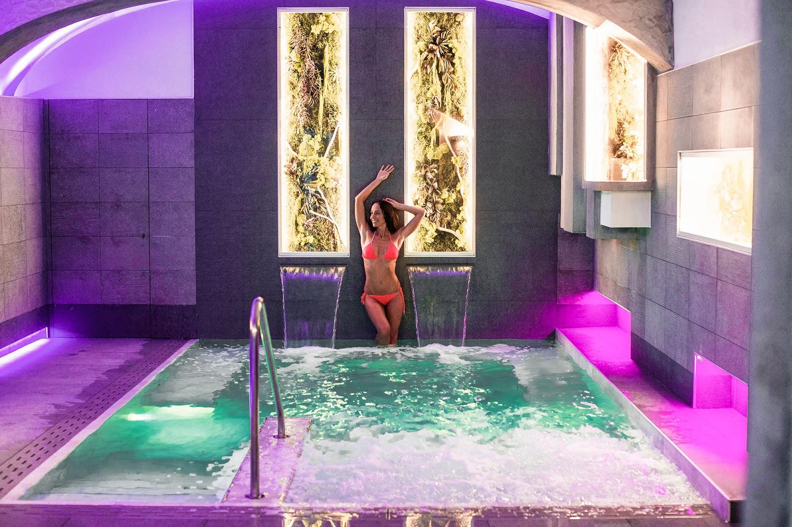 piscina cromoterapia