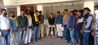 क्षेत्र में हो रही बाइक चोरी की घटना के संबंध में जय आदिवासी युवा शक्ति संगठन के द्वारा थाना प्रभारी को ज्ञापन सौंपा