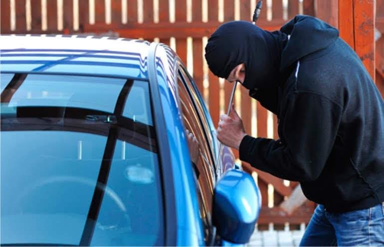 Συνελήφθη 20χρονος σεσημασμένος διαρρήκτης αυτοκινήτων στη Λάρισα