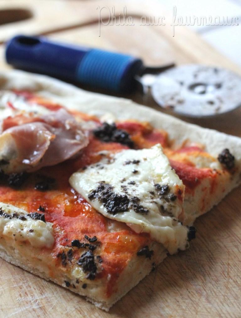 philo aux fourneaux pizza au jambon cru au brie. Black Bedroom Furniture Sets. Home Design Ideas