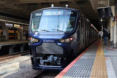 新宿駅停車中の埼京線直通池袋行きの相鉄12000系