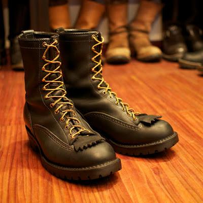 消防士が履くウエスコ製、ファイアーストーマー。ケブラーブラックステッチも特徴。