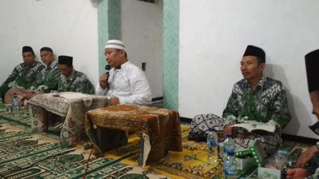 foto pengajian kitab al muqtathofat kh marzuki mustamar