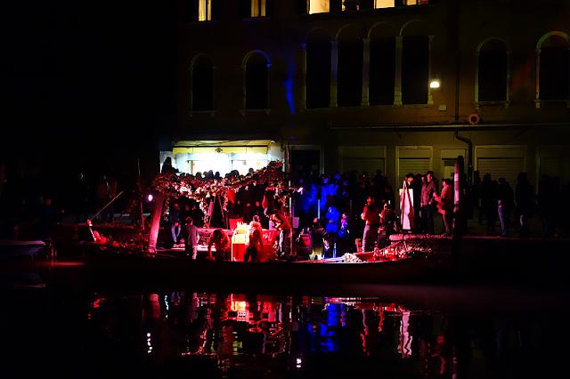 Začíná Benátský karneval. Praktické informace, vodní průvod, festa sull acqua