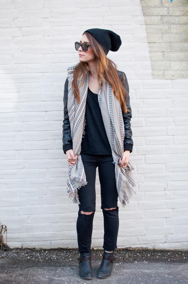 ootd aritzia blanket scarf for winter la petite noob. Black Bedroom Furniture Sets. Home Design Ideas