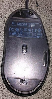 マウス底面のネジ穴