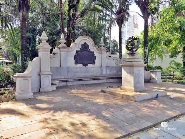 Vista ampla do Monumento Banco Monumental - Jardim Paulista - São Paulo