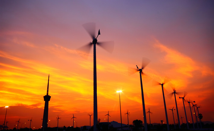 México sigue enfrentando desafíos en cuanto al desarrollo de energías renovables, se tienen cifras que para el 2050 habrá 2 mil millones de personas más por lo que se incrementará la demanda energética. (Foto: Depositphotos)