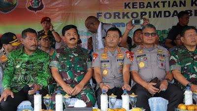 Kapolri dan Panglima TNI Hadiri Bakti Sosial Kesehatan dan Ibadah Kebaktian Kebangunan Rohani bersama Masyarakat Wamena Kabupaten Jayapura