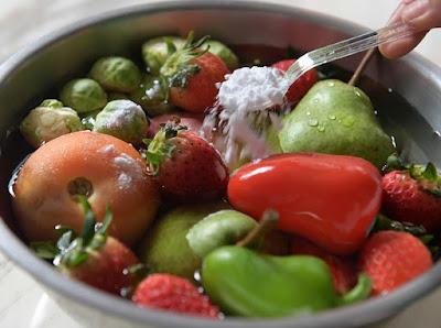 Como higienizar direito frutas e verduras para evitar a contaminação
