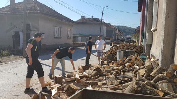 В селата около Балчик социалните събират молби за помощи за отопление