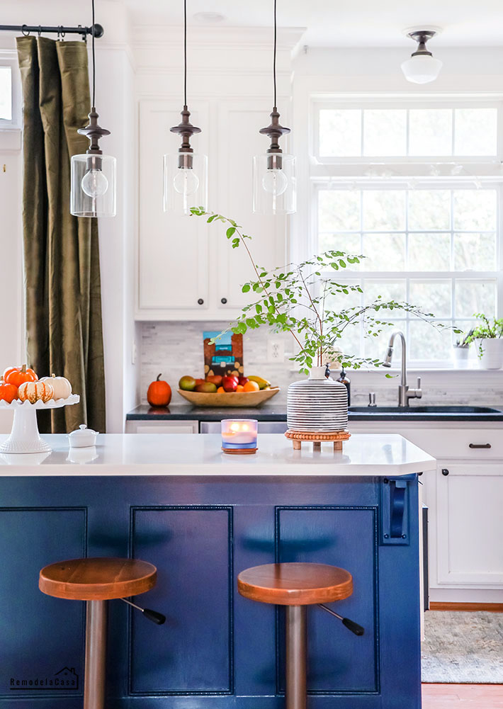 White and blue kitchen for fall