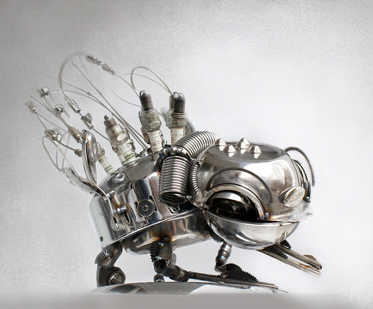 21-Flea-Dimitar-Valchev-Recycled-Animal-and-Insect-Sculptures-www-designstack-co