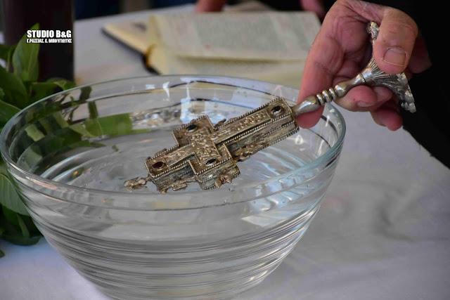 Οι αποφάσεις για τον αγιασμό των Θεοφανίων ξεχειλίζουν το ποτήρι της αγανάκτησης για πολλούς ιερείς