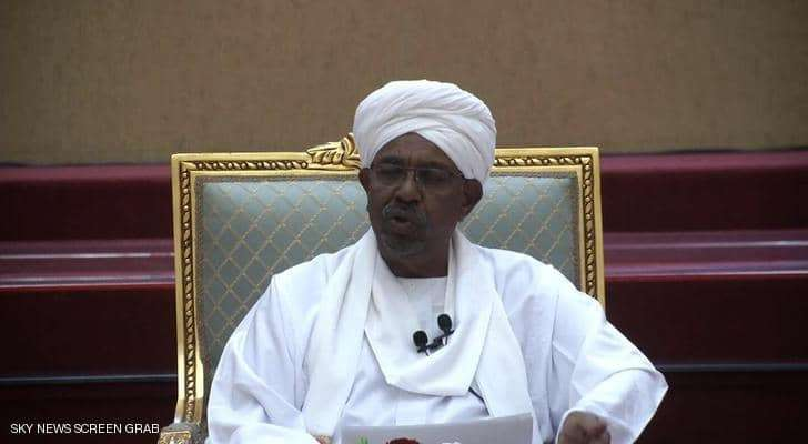 البشير يعلن تنحيه عن السلطة بعد إعتقاله والجيش السوداني يُشيدُ بالتظاهر السلمي للشعب