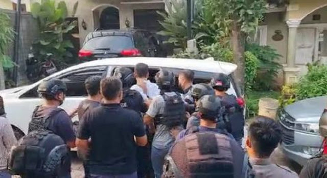 Rocky Gerung: Penangkapan Munarman untuk Menutup Berita Heboh
