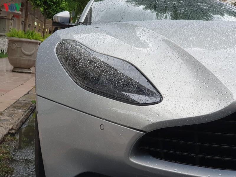Ngắm Aston Martin DB11 màu xám Skyfall Silver độc nhất Việt Nam