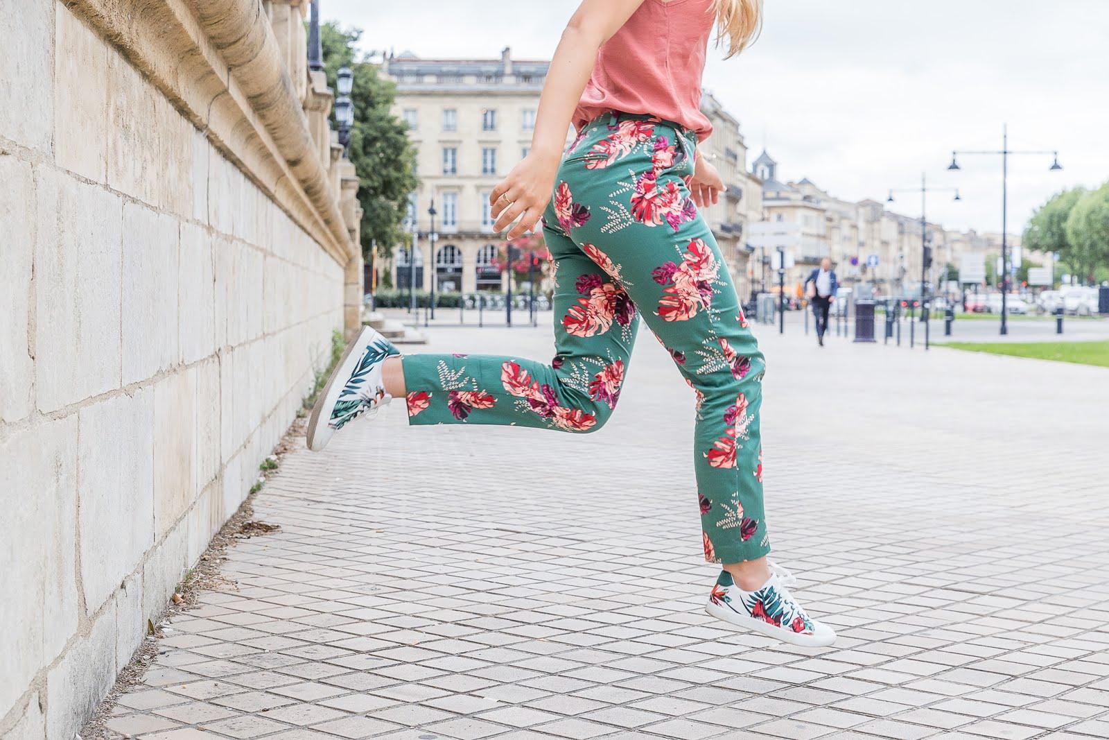 Pantalon à fleurs imprimé tropical