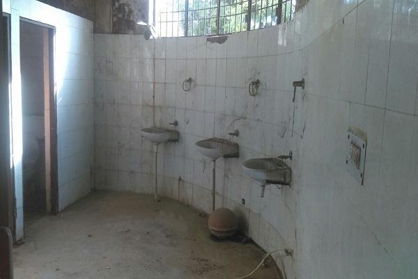 लघु सचिवालय में पसरी गंदगी अधिकारी लगा रहे हैं स्वच्छ भारत मिशन अभियान को पलीता