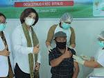 Ketua TP PKK Dairi Tinjau Vaksinasi Lansia Di Desa Sitinjo II.