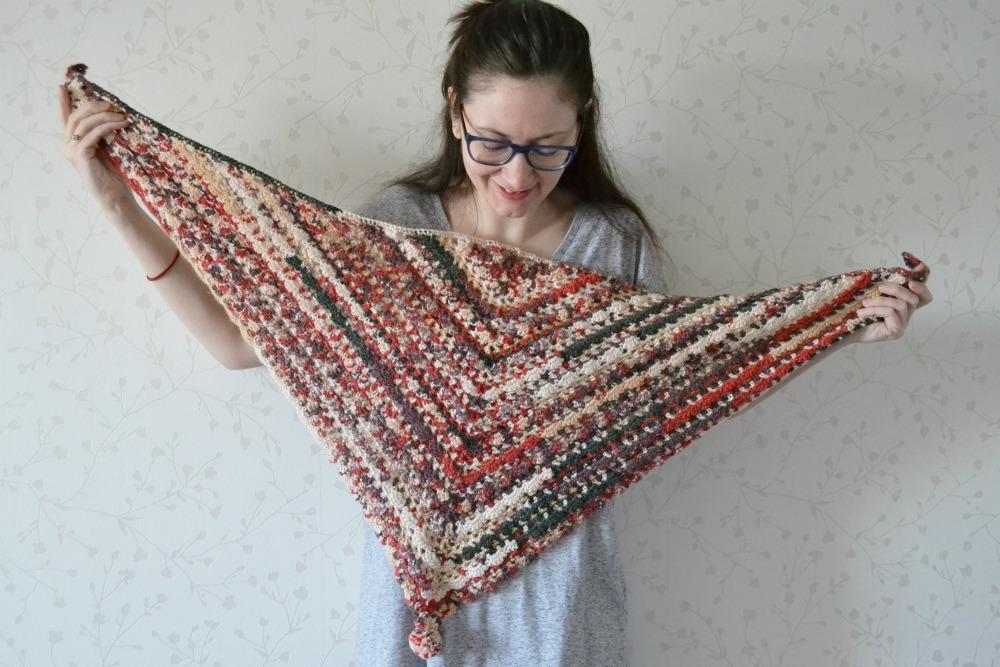 crochet lace scarf pierrot triangular shawl pattern finished object pompom coloured yarn turkey wool alpaca lanoso alpancana