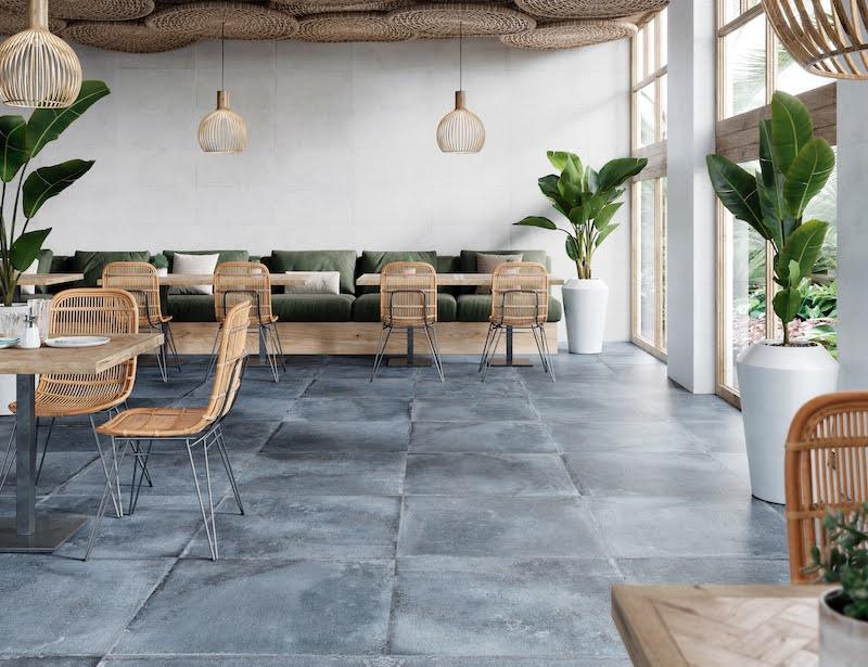 Pavimento cerámico imitación cemento en suelo