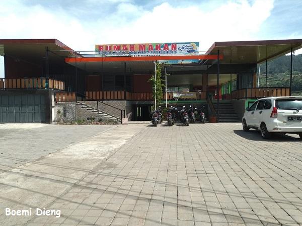 Area Parkir Rumah makan Boemi Dieng