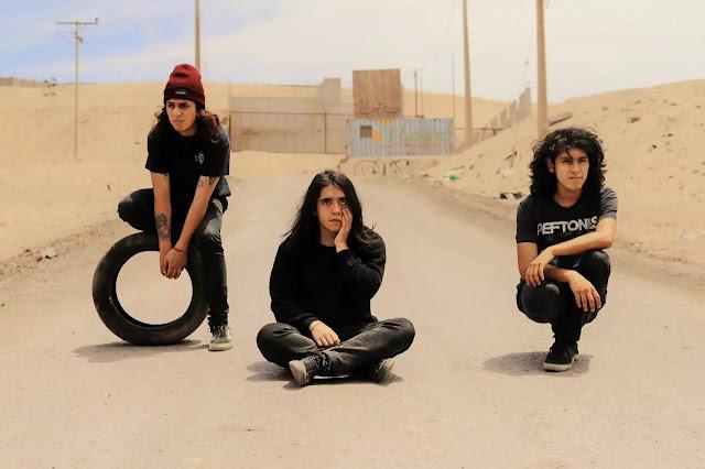 """Morticia estrena """"Sangre"""" su debut cargado de riifs y grunge metal"""