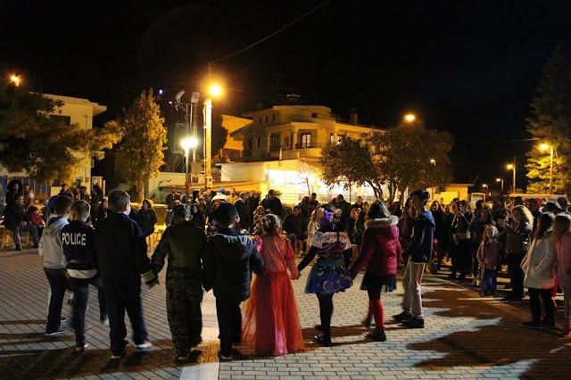 Μικροί και μεγάλοι διασκέδασαν στον αποκριάτικο χορό στα Ίρια