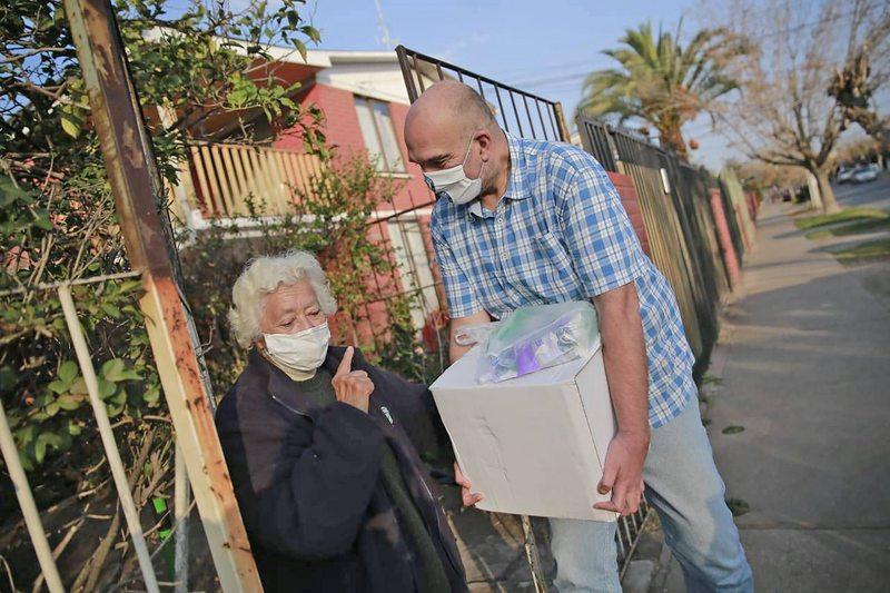 El Kiwi ayuda a adultos mayores a hacer trámites y compras