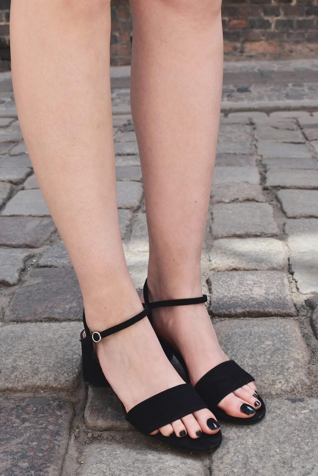 klasyczne sandały na słupku