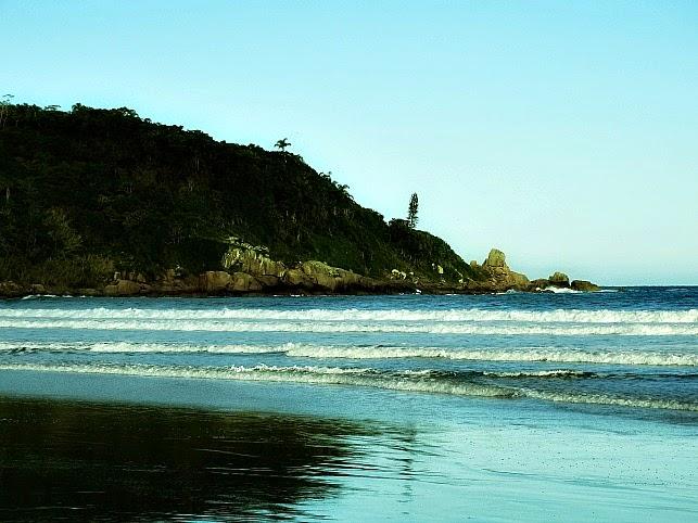 Praia de Naufragados, em Florianópolis: acesso por trilha